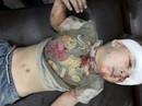 Cậu bé Syria chỉ òa khóc khi gặp cha mẹ