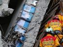 Dân Đài Loan nổi giận vì can dầu ăn chèn trong trụ chung cư