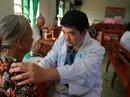 Khám bệnh miễn phí cho người dân vùng lũ
