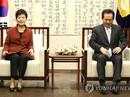 """Tổng thống Hàn Quốc bất ngờ """"xuống nước"""" giữa tâm bão"""