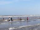 Trà Vinh: Tắm biển, 2 người tử vong