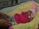 Hi hữu cứu sống bé gái hơn 5 tháng tuổi đã chào đời