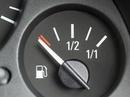 Những thói quen lái xe lãng phí nhiên liệu