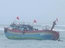 Sóng lớn đánh chìm tàu, 6 ngư dân rơi xuống biển