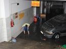 """Nhiều phương tiện ngập nước vẫn chờ """"giải cứu"""""""