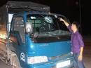 """""""Côn đồ"""" chặn xe đổ xăng dọa đốt rồi ném vỡ kính xe"""