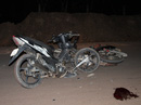 Hai xe máy đấu đầu vỡ nát, ba người nguy kịch
