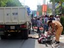Người chạy xe ôm ở quận 4 chết thảm dưới bánh xe ben