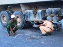 Học sinh lớp 9 bị xe tải kéo lê dưới gầm