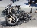 Xe máy cũ phát nổ và bốc cháy, người đi đường hoảng vía