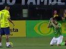 """Đối thủ quỳ lạy xin Neymar đừng """"hạ nhục"""" mình"""