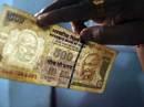 """Ấn Độ đột ngột """"khai tử"""" giấy bạc mệnh giá phổ biến"""