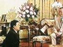 Bức ảnh chấn động của Quốc vương Thái Lan