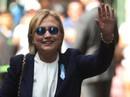 Bà Clinton bị viêm phổi, không đứng vững trong lễ tưởng niệm 11-9