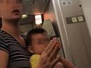 Vietnam Airlines nói về việc bà mẹ làm loạn trên máy bay
