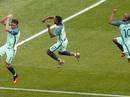 """Ronaldo đưa Bồ Đào Nha trở về từ """"cõi chết"""""""