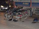 Xe tải cán nam học sinh lớp 2 chết thảm