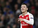 Bị HLV Wenger hiểu lầm, Ozil chỉ trích truyền thông Anh