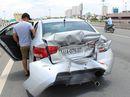 Xe khách tông ô tô, 2 người bị thương