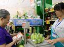 Học sinh cấp 3 tập làm nhân viên siêu thị