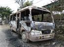 Xe khách bất ngờ phát nổ, cháy rụi trong đêm