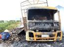 Xe tải chở mì ăn liền cháy rụi ở chân đèo Rọ Tượng
