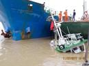 Tàu vận tải biển bất ngờ đâm chìm tàu đầu kéo đậu ven bờ