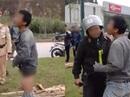 Điều tra vụ tài xế xe bán tải tụt quần lăng mạ cảnh sát