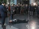 Ông lão tự đâm vào bụng trước mặt thị trưởng Seoul