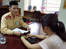 Nữ tài xế đi ngược chiều trên cầu Nhật Tân: CSGT không ra tín hiệu quay đầu xe