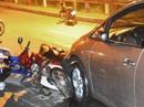 Người nước ngoài lái ô tô tông nhiều xe máy ở quận 2