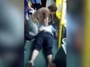 Tài xế xe buýt đau tim vẫn cố giữ an toàn cho khách
