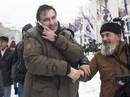 """Cựu tổng thống Georgia """"chơi đuổi bắt"""" với an ninh Ukraine"""