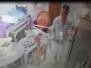 Clip: Côn đồ vào nhà truy sát rồi cướp táo tợn