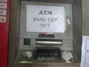 Hết kẹt tàu xe, dân Sài Gòn lại khổ vì ATM hết tiền