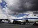 """Máy bay """"ngày tận thế"""" của Mỹ bị bão quật ngã"""