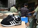 Hàng ngàn đôi giày giả hiệu trong bãi giữ xe ở quận 12