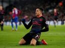 Sanchez lập cú đúp giúp Arsenal nuôi hy vọng tốp 4