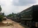 Clip: Dân mang đá chặn xe tải băm nát đường ở BR-VT