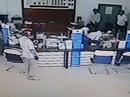 Dùng súng cướp ngân hàng táo tợn giữa ban ngày