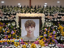 Người hâm mộ khóc tiễn biệt sao trẻ nhóm SHINee