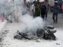 Hoảng hồn ngã nhào vì xe máy đang chạy bỗng cháy