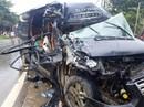 Xe Limousine 16 chỗ tông xe tải, nữ hành khách kẹt trong đầu xe