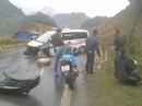 Xe cứu thương tông lan can đường, 3 người nhập viện