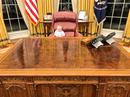 """Cháu nội Tổng thống Trump """"vất vả trong phòng Bầu dục"""""""