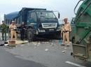 Đứng sau thùng xe rác, công nhân môi trường bị xe tải tông chết