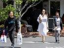 Pax Thiên tháo vát hộ tống Angelina Jolie