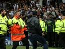 CĐV làm loạn trận Everton - Hajduk Split