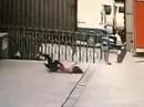 Trung Quốc: Chết thảm vì cố cứu người tự tử