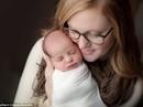 Bé gái chào đời 24 năm sau khi được thụ thai